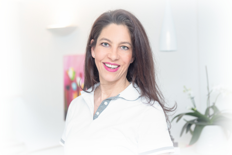 Curriculum Vitae - Dr. Nina Roschmann